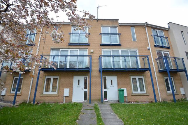 4 bed property to rent in Royce Road, Hulme, Manchester M15