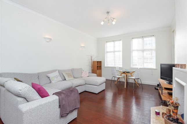 2 bed flat to rent in Leigham Avenue, London