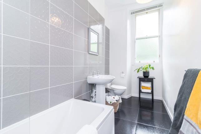 Bathroom of Buccleuch Street, Garnethill, Glasgow G3