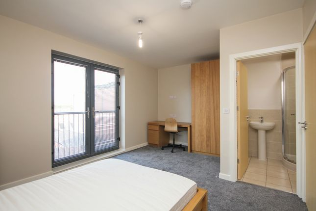 Thumbnail Shared accommodation to rent in Well Meadow Drive, Sheffield