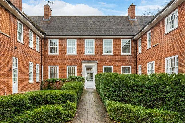 Thumbnail Flat for sale in Furzefield Villa, Cayton Road, Coulsdon, Surrey