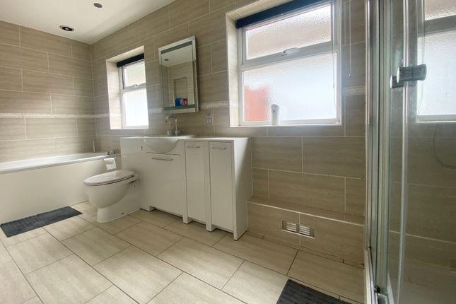Bathroom of Exleigh Close, Southampton SO18