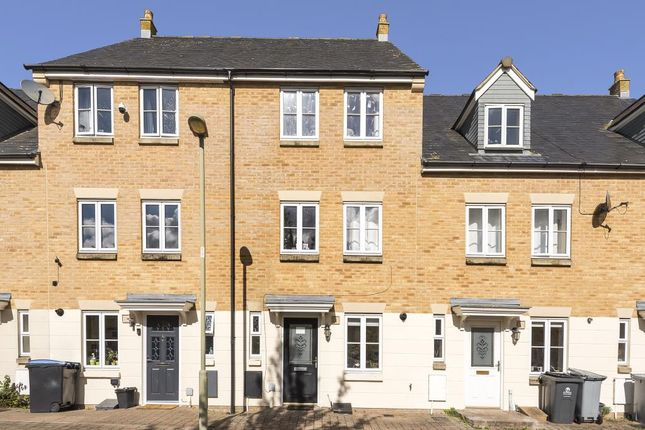 4 bed town house to rent in Shilton Park, Carterton OX18