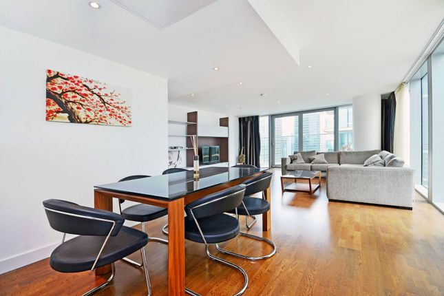 Thumbnail Flat to rent in Landmark West Tower, Canary Wharf