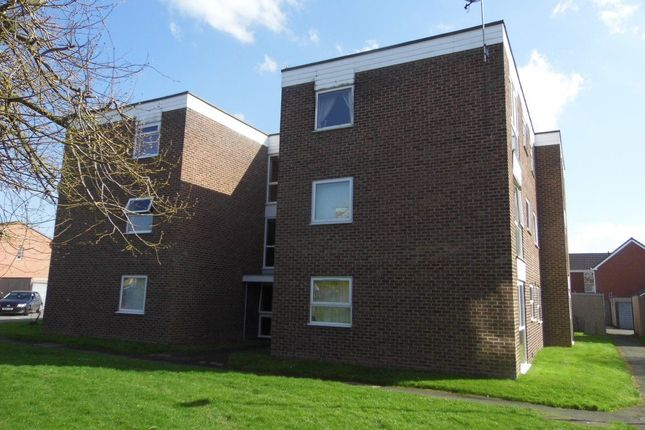 Thumbnail Flat to rent in Crest Court, Bobblestock, Hereford