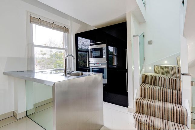 Thumbnail Triplex to rent in The Green, Winchmore Hill