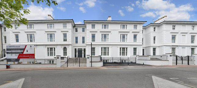 Thumbnail Flat to rent in Brooke House, Mount Ephraim Road, Tunbridge Wells