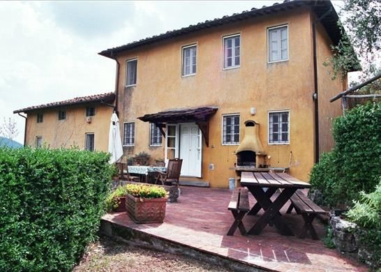 5 bed farmhouse for sale in Lucca, Tuscany, Italy
