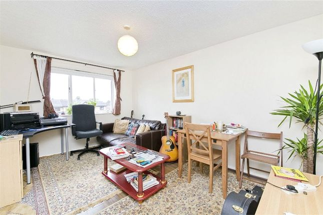 Thumbnail Flat to rent in Taunton Drive, Finchley