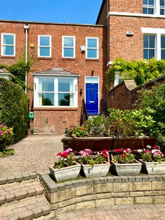 Thumbnail Terraced house to rent in The Groves, Chester