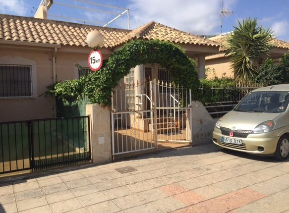 2 bed bungalow for sale in Spain, Valencia, Alicante, La Zenia