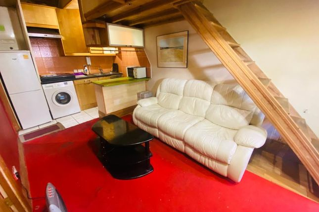 Thumbnail Studio to rent in Gledwood Drive, Hayes, Greater London