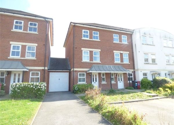 Thumbnail Town house to rent in Tobermory Close, Langley, Berkshire