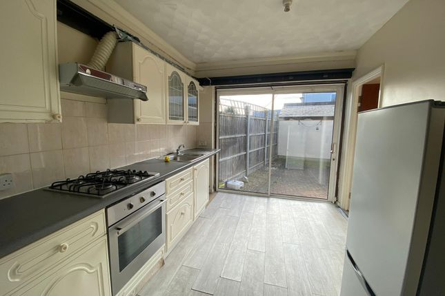 Thumbnail Flat to rent in Horace Avenue, Romford
