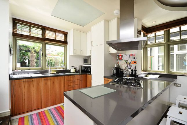 Thumbnail Property to rent in Dingwall Gardens, Golders Green