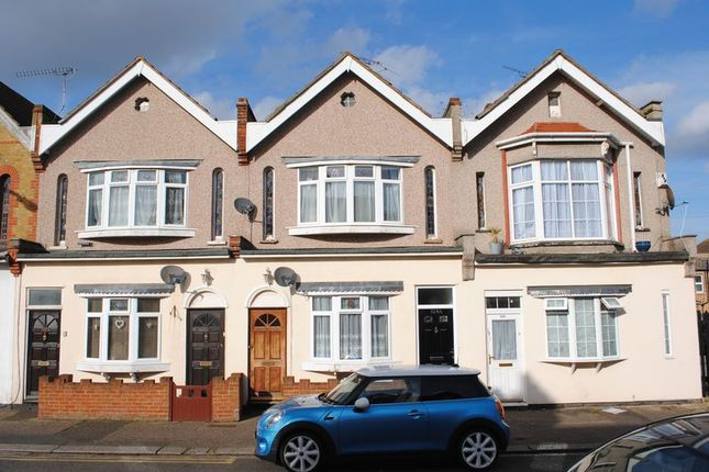 Thumbnail Flat to rent in Westborough Road, Westcliff-On-Sea