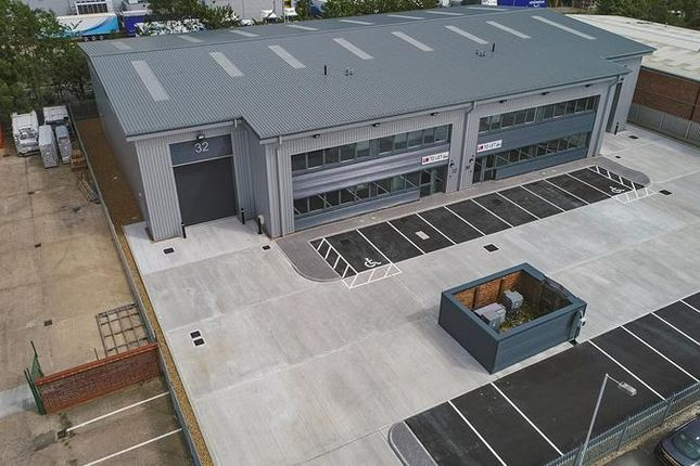 Thumbnail Light industrial to let in Unit 32 Bilton Way, Luton, Bedfordshire