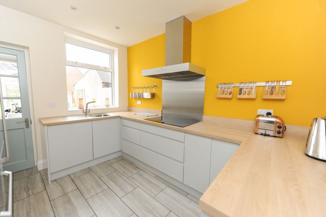 Kitchen of Hawksley Avenue, Chesterfield S40