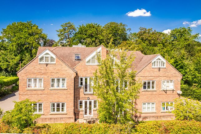 Thumbnail Flat to rent in Flat 5, 32 Chiltern Court, Goring On Thames
