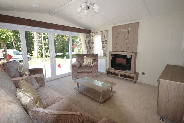 Thumbnail Mobile/park home for sale in Coghurst Hall Holiday Park, Hastings, East Sussex.