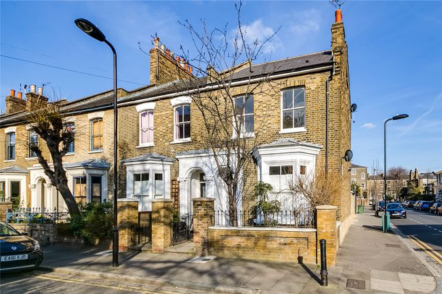 Thumbnail End terrace house to rent in Fassett Square, London