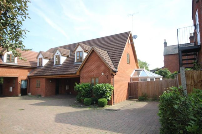 Thumbnail Cottage to rent in Hutton Road, Shenfield, Brentwood