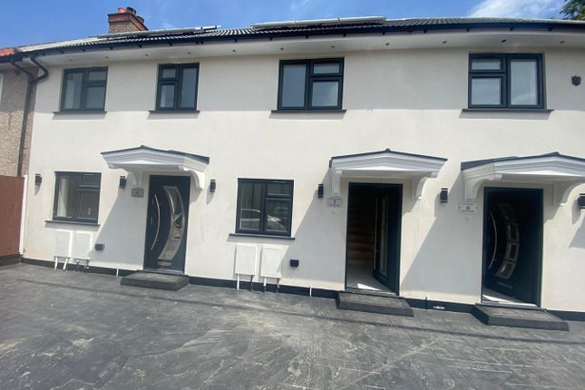 Thumbnail Terraced house to rent in Elm Close, Hayes
