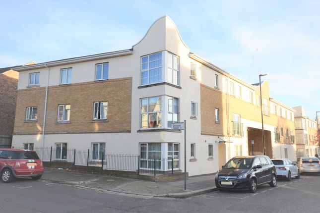 Thumbnail Flat to rent in Horn Ln, Acton, London