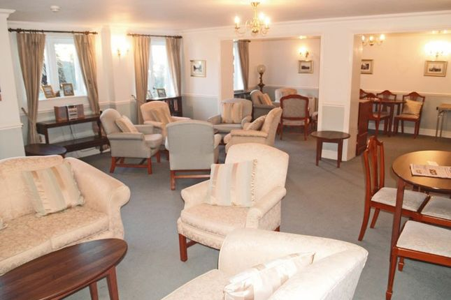 Residents Lounge of Collier Court, Grays RM16