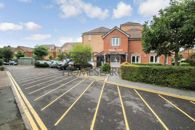 Thumbnail Flat for sale in Oakley Court, Southampton