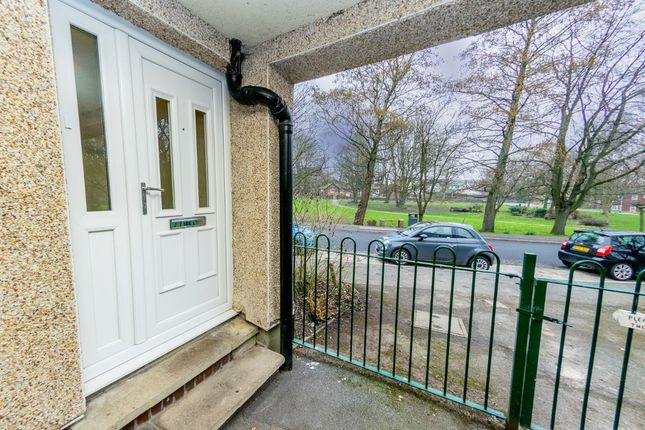 1 bed flat for sale in Low Moorside Court, New Farnley, Leeds LS12
