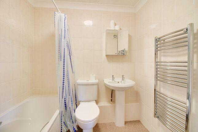 Bathroom of Salisbury Road, Newton Abbot TQ12