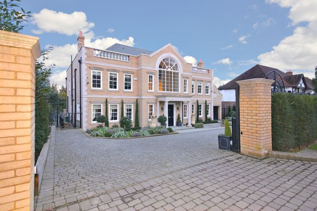 Thumbnail Detached house for sale in Newlands Avenue, Radlett, Hertfordshire