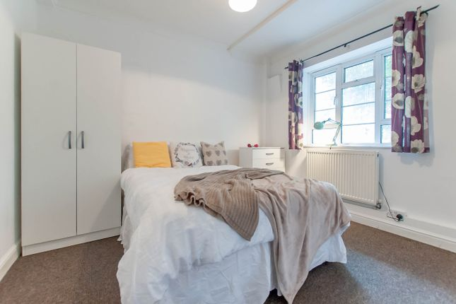 Room Available of Edgware Road, Paddington, Central London NW8