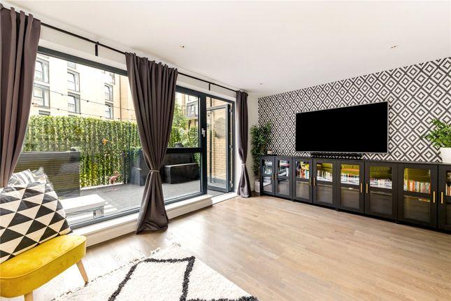3 bed maisonette for sale in Goldsmiths Row, London E2