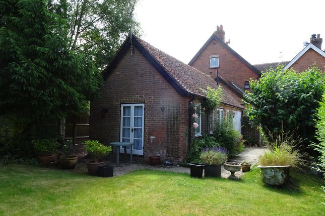 Thumbnail Bungalow to rent in Church Road, Rotherfield, Crowborough