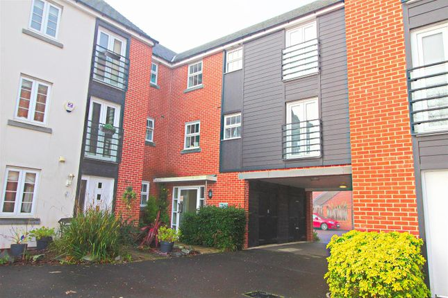 Thumbnail Flat for sale in Barrington Drive, Basingstoke