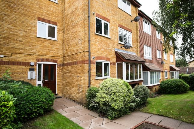 Thumbnail Flat for sale in Greenway Close, London