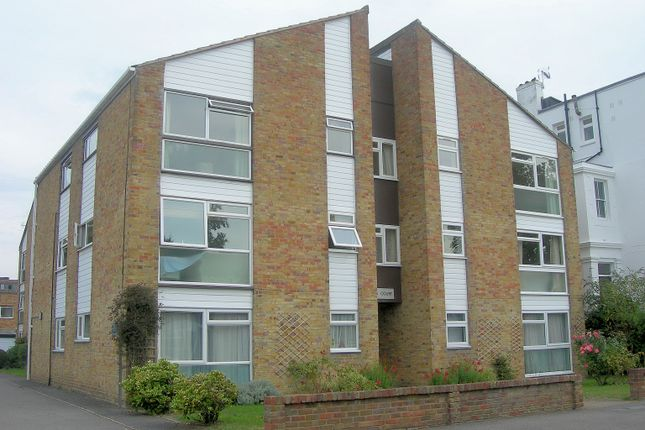 Thumbnail Flat to rent in Anglesea Road, Kingston Upon Thames