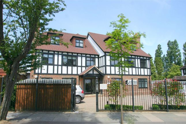 2 bed flat to rent in West Way, Petts Wood, Orpington BR5