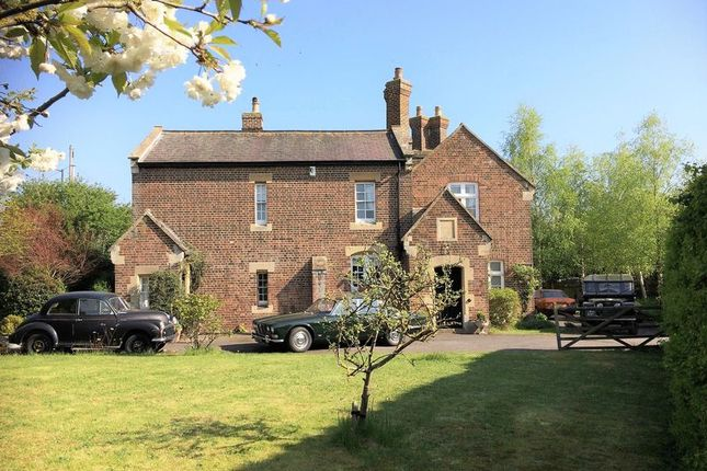 Thumbnail Detached house for sale in Chinnor Road, Thame