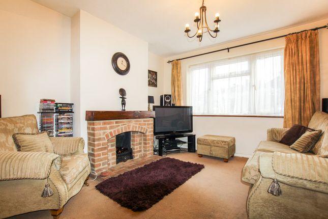 Carter Drive Collier Row Romford Rm5 3 Bedroom Semi