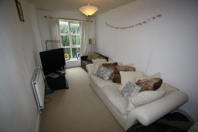 Thumbnail Town house to rent in Transom Close, Surrey Quays, London