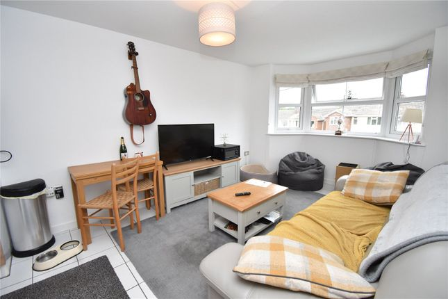2 bed flat to rent in Warren Court, Station Road, Hungerford RG17