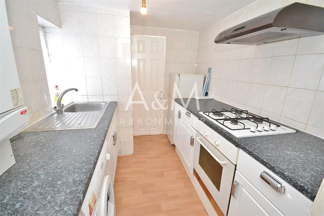 Thumbnail Flat to rent in Netley Road, Ilford