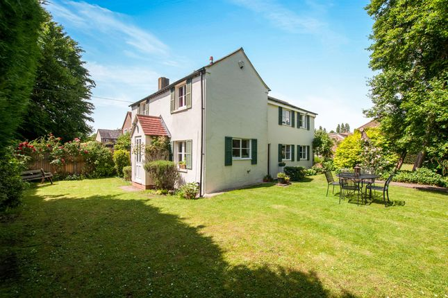 Thumbnail Detached house for sale in Bracken Road, Maidenhead