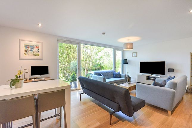 Thumbnail Flat for sale in Flat 3 - 3 Woodcroft Road, Edinburgh