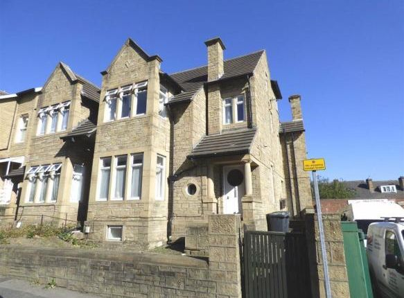 Room to rent in Wheathouse Road, Birkby, Huddersfield HD2