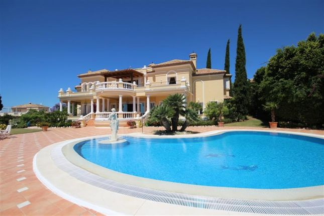 Thumbnail Villa for sale in El Paraiso, Estepona, Málaga, Andalusia, Spain
