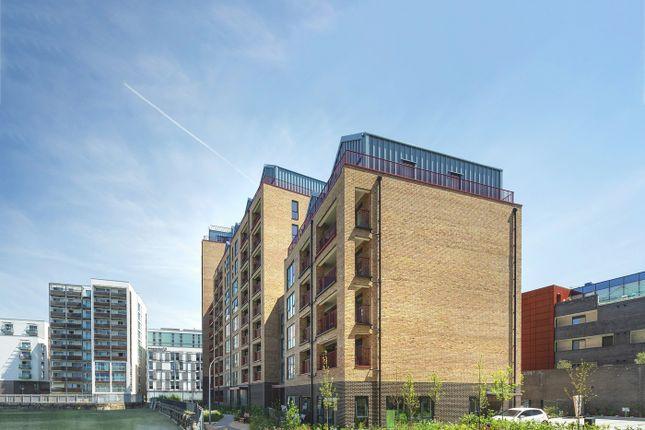 1 bedroom flat for sale in Greenwich High Road, London